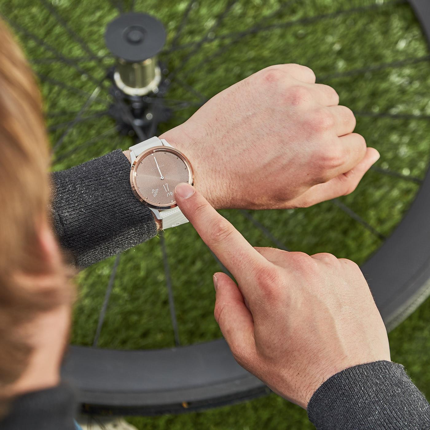 Garmin Vivomove HR Sport Hybrid Smartwatch 010-01850-02 (42 mm)