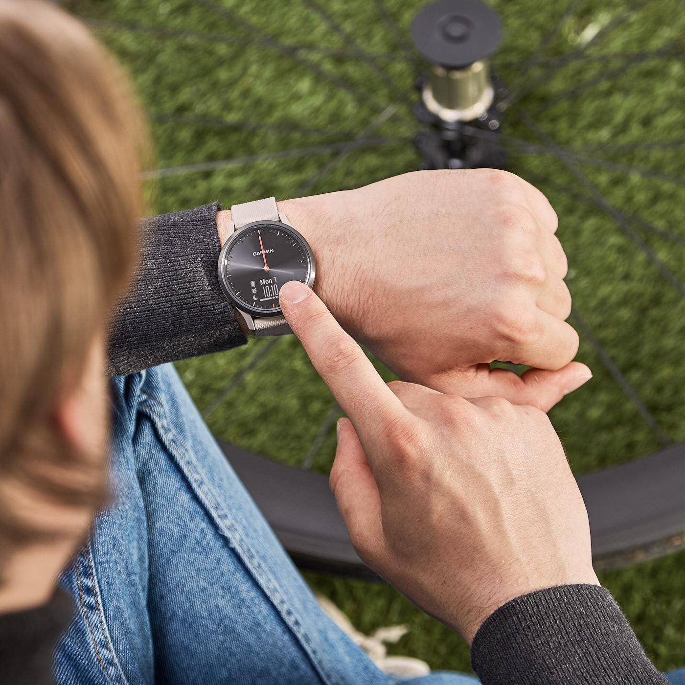 Garmin Vivomove HR Sport Hybrid Smartwatch 010-01850-03 (43 mm)