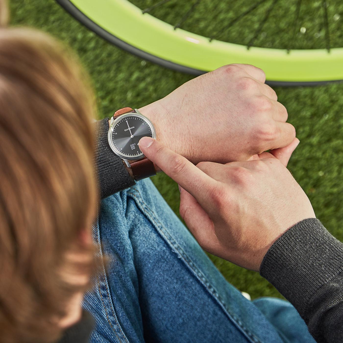 Garmin Vivomove HR Premium Hybrid Smartwatch 010-01850-04 (43 mm)
